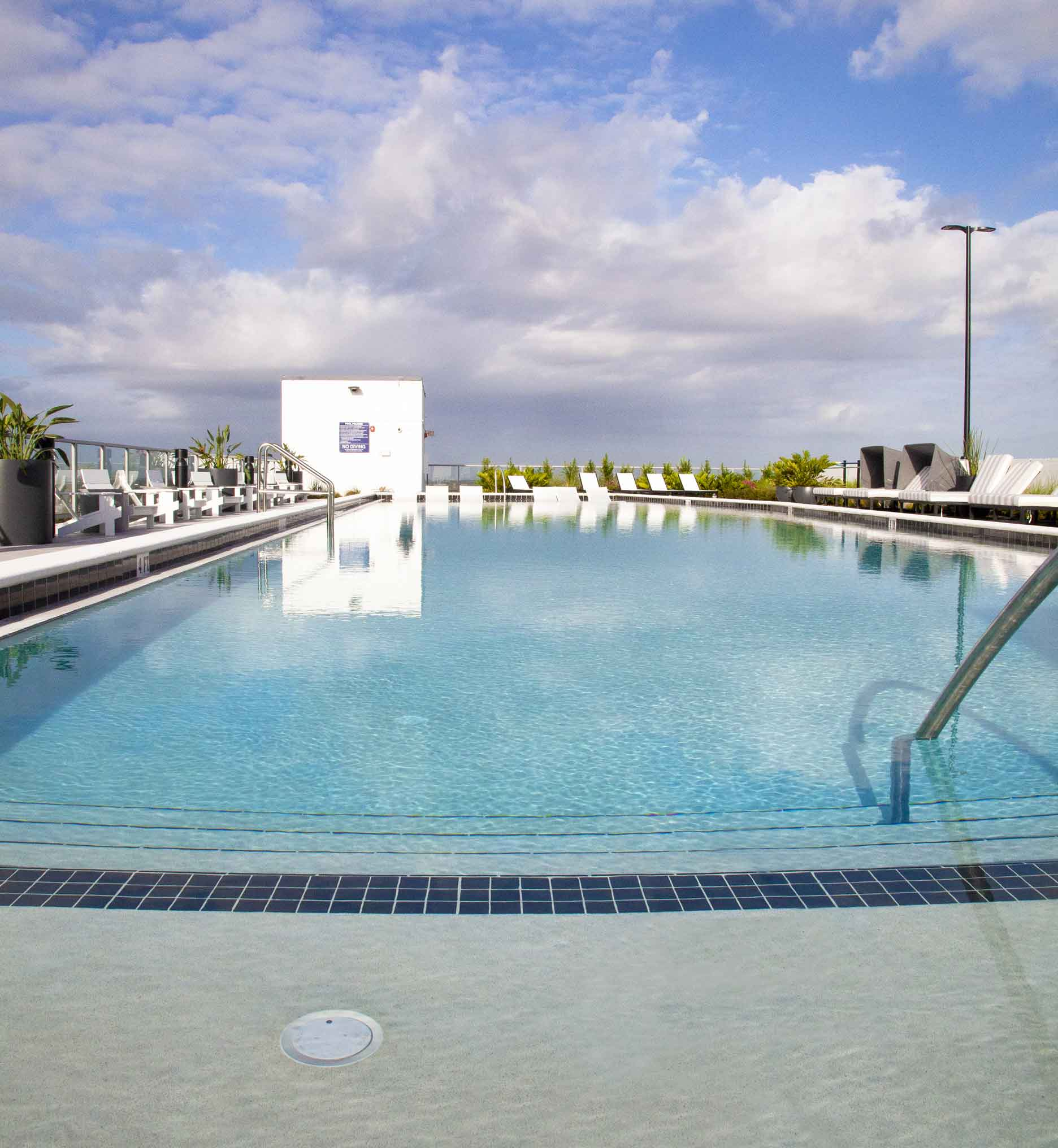 the rooftop pool of the Julian Orlando