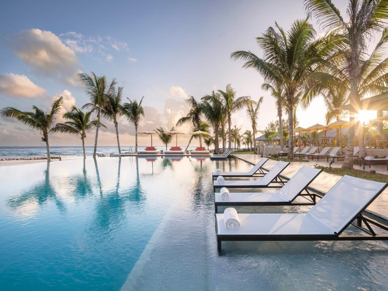 New adults only pool at Half Moon features in-water lounges