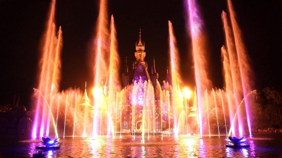 Vinwonders Once Fountain Show displays giant sprays of water